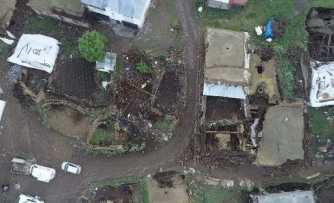 Bingöl'de depremin neden olduğu yıkım gün ağarınca ortaya çıktı