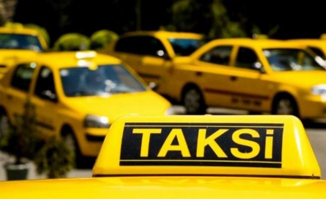İBB'nin '5 bin yeni taksi' projesine taksicilerden destek: Oto Center'daki 10 kişi kanımızı emiyor