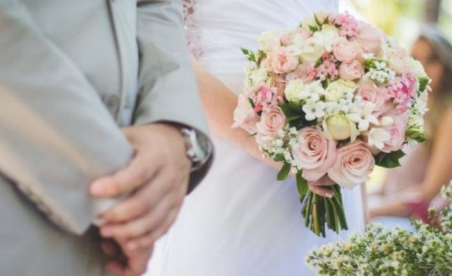 Kalabalık Türk düğünleri Almanya'yı ikiye böldü