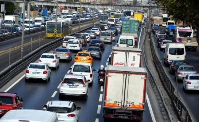Avcılar D-100'de koronavirüs öncesi yoğun trafiğe dönüldü
