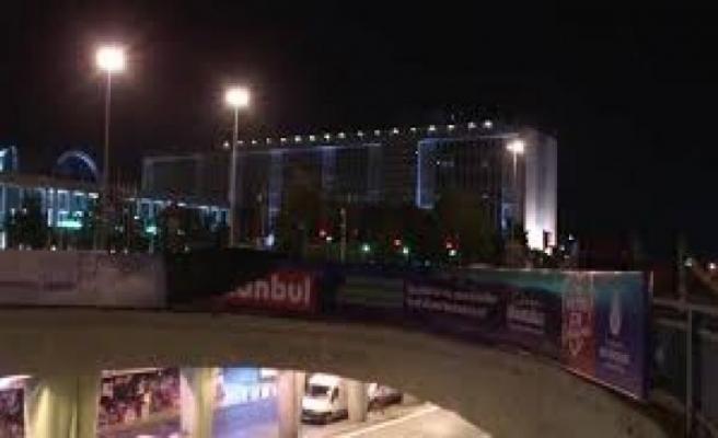 Polisler, İBB'nin Kanal İstanbul afişlerini söktü!