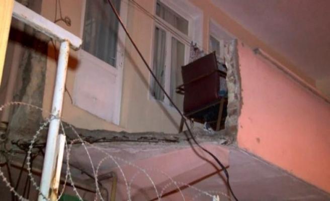 Küçükçekmece'de evin balkonu çöktü: 1 yaralı
