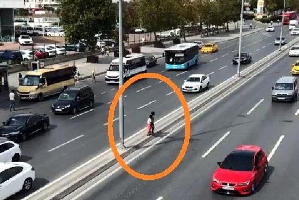 Metrobüse kaçak binmeye çalışan çocukların tehlikeli geçişi kamerada