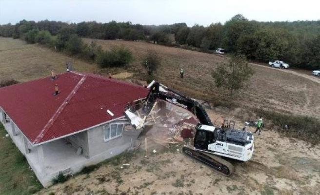 Çayırdere'de 2 kaçak yapı daha yıkıldı