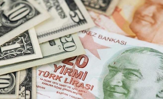 Türk Lirası eriyor... Dolar 8 TL'yi gördü!