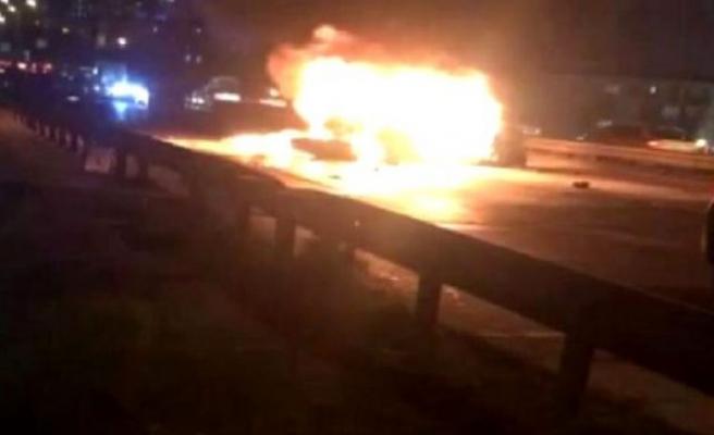 Esenyurt'ta zincirleme kaza! Yanan arabadaki kişiler son anda kurtarıldı