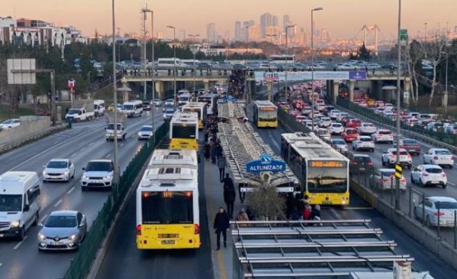 İstanbul'da toplu taşımaya 300 yeni metrobüs ile destek