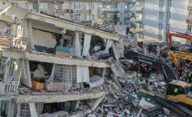 İzmir'de acil olarak yıkılacak bina sayısı açıklandı