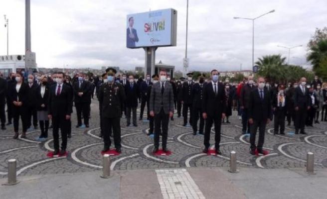 Silivri'de Ata'ya saygı duruşu