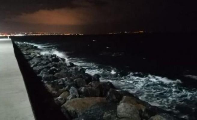 Meteoroloji'den uyarı: İstanbul'da rüzgar gece boyunca etkili oldu