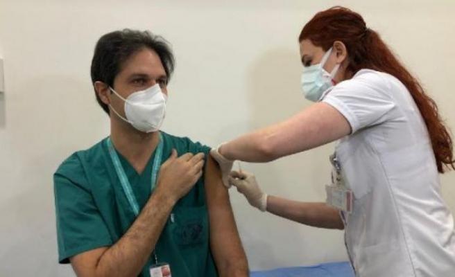 İstanbul'da ilk aşılar sağlık çalışanlarına yapılmaya başladı