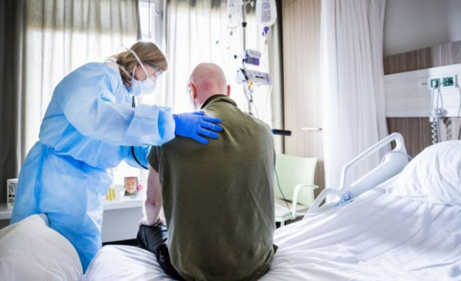 Sağlık çalışanlarına getirilen izin ve emeklilik kısıtlaması kaldırıldı