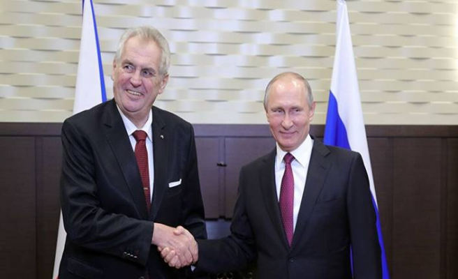 Çekya Cumhurbaşkanı'ndan Putin'e aşı talebi