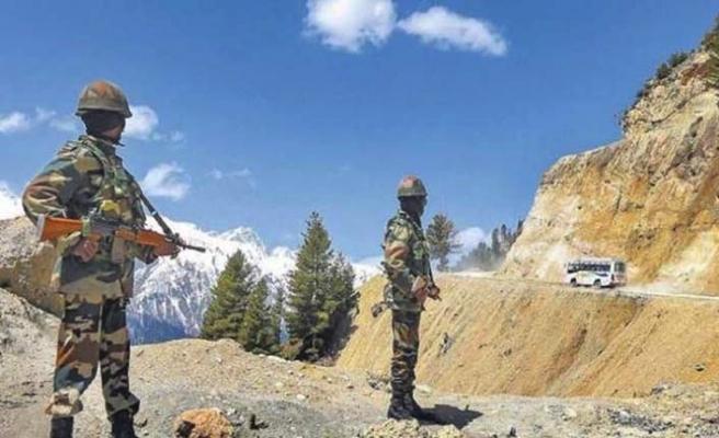 Hindistan ve Çin askerleri sınırdan çekilmeye başladı