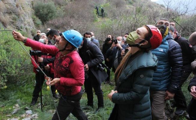 Milli sporcu Emrah Özbay için dünyaca ünlü dağcılar 'Dokuz Eylül' kayalıklarına tırmandı