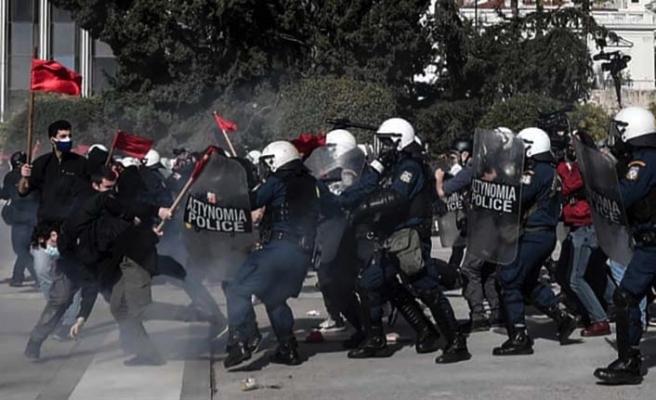 Yunanistan'da öğrenciler hükümetin tartışmalı kampüs tasarısına karşı polisle çatıştı