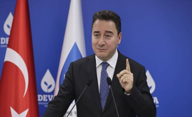 Ali Babacan hükümete 12 soru sordu ve not verdi