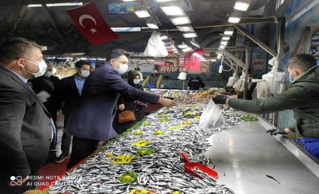 CHP Başakşehir semt pazarının nabzını yoklamak üzere sahaya indi