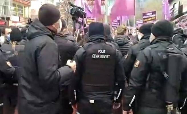 Kadınlar Kızılay'da buluşarak Erdoğan'ın İstanbul Sözleşmesi'nde çekilme kararını protesto etti