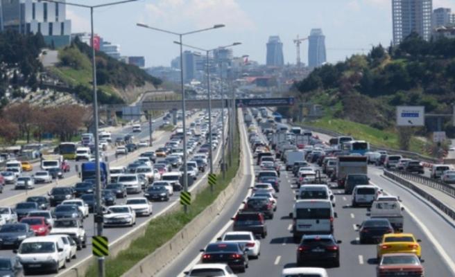 82 saat sürecek sokağa çıkma yasağı öncesi İstanbul'da trafik yoğunluğu