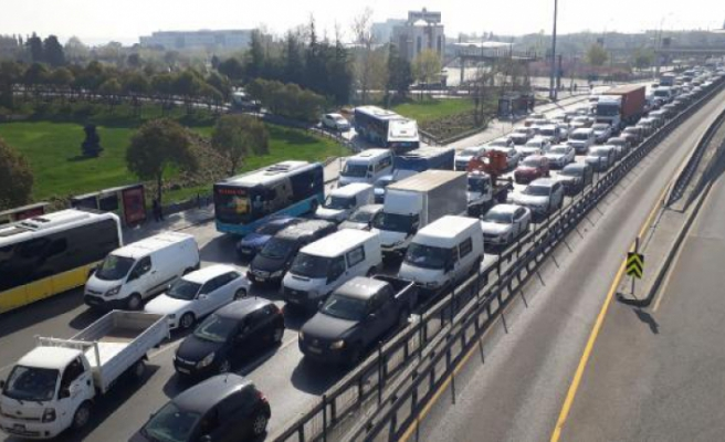 Avcılar ve Küçükçekmece'de kısıtlamaya rağmen trafik yoğunluğu
