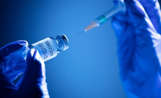 Bakan Koca'nın 'öteleme' açıklamasının ardından merak edilen soruya yanıt: Aşının etkinliğini azaltır mı?