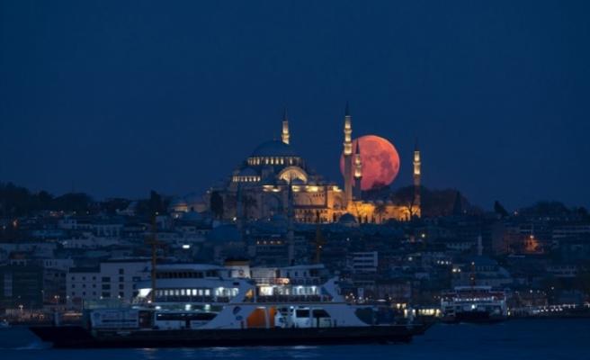İstanbul'da dolunaylı gece