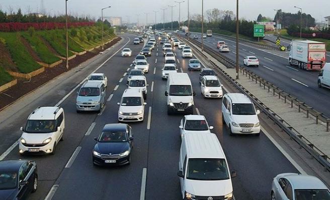 'Tam kapanma' göçü sürüyor! İstanbul çıkışlarında trafik yoğunluğu
