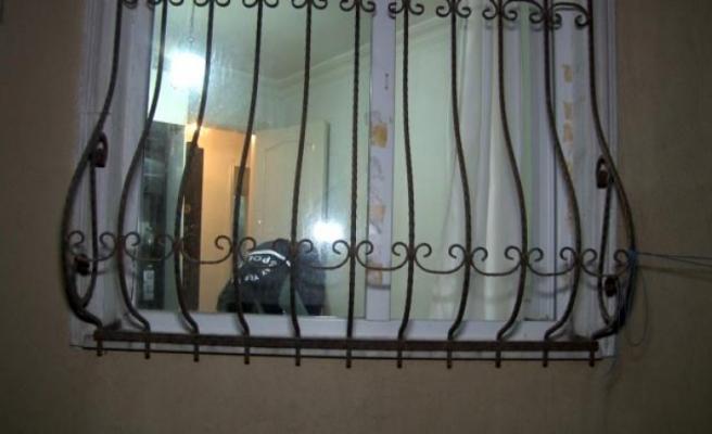 Esenyurt'ta alkol ve uyuşturucu kullandığı iddia edilen şahıs evinde ölü bulundu