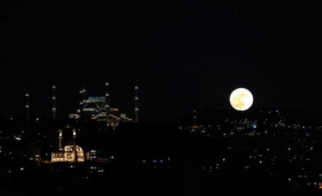"""""""Süper Çiçek Kanlı Ay"""" Türkiye'nin çeşitli yerlerinden gözlemlendi!"""
