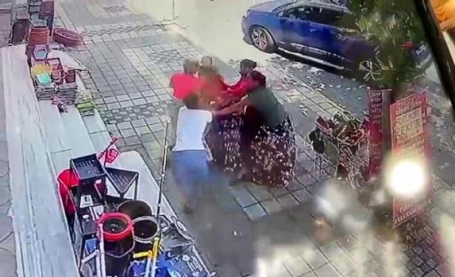Esenyurt'ta yabancı uyruklu kadının parasını çalmaya çalıştırlar, baş edemeyince soyundular