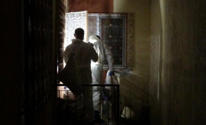 Kötü koku korkunç gerçeği ortaya çıkardı: Öldürdüğü annesini 3 gün balkonda sakladı!
