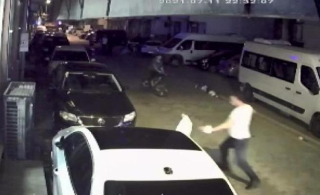 Esenyurt'ta trafik magandası sokakta dehşet saçtı; çok sayıda kişi ölümden böyle döndü