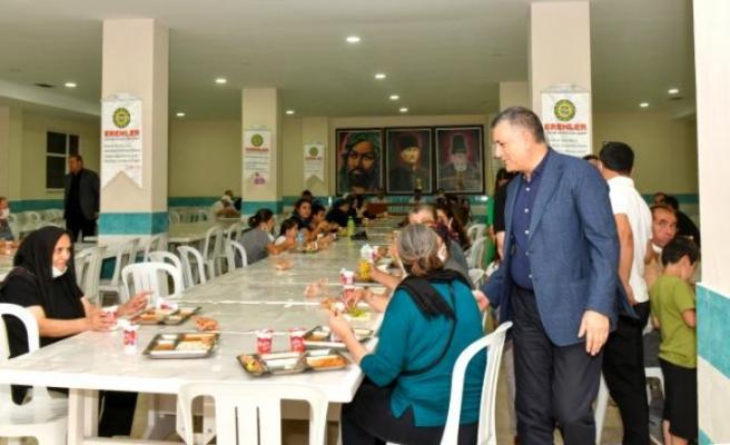 Başkan Bozkurt, Muharrem Ayı'nın ilk akşamında orucunu vatandaşlarla birlikte açtı