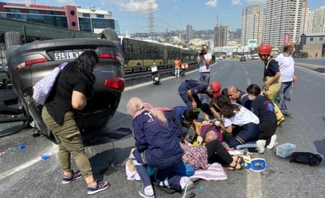 Haramidere E-5'te araç takla attı: 2 yaralı