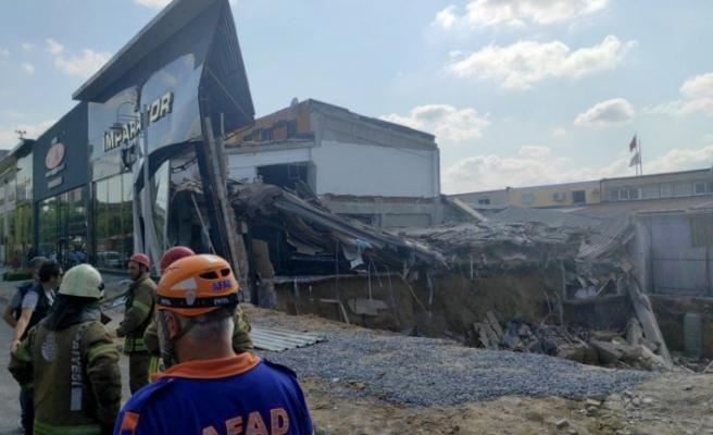 İstanbul'da sanayi sitesinde bina çöktü