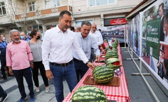 KADIKÖY'DE KARPUZ ZİYAFETİ