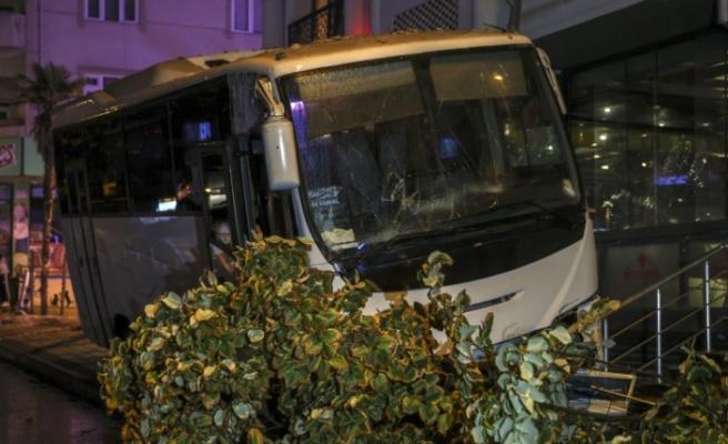 Esenyurt'ta midibüsün altında kalan kişi hayatını kaybetti