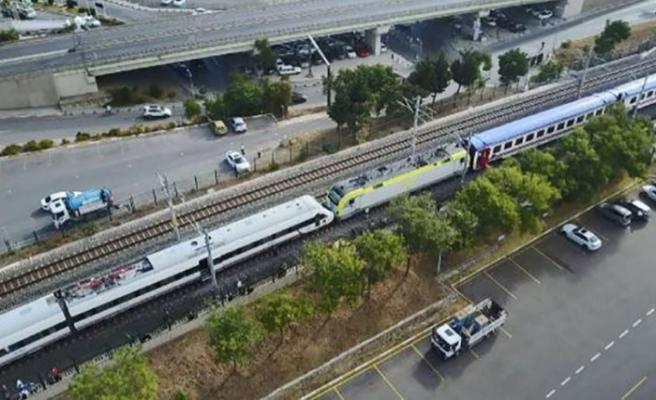 Faciaya ramak kaldı: Tuzla'da iki tren kafa kafaya geldi!