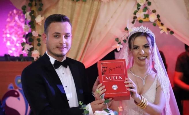 Genç muhtar evlendi