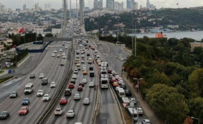 İstanbul'da trafik felç, yoğunluk yüzde 60'ı gördü