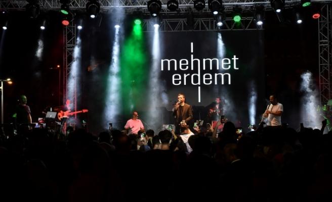 Mehmet Erdem Beylikdüzü'nde unutulmaz bir gece yaşattı