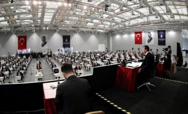 İBB Meclisi'nde AKP'li üyeler 'Geldikleri gibi giderler' sözünden rahatsız oldu