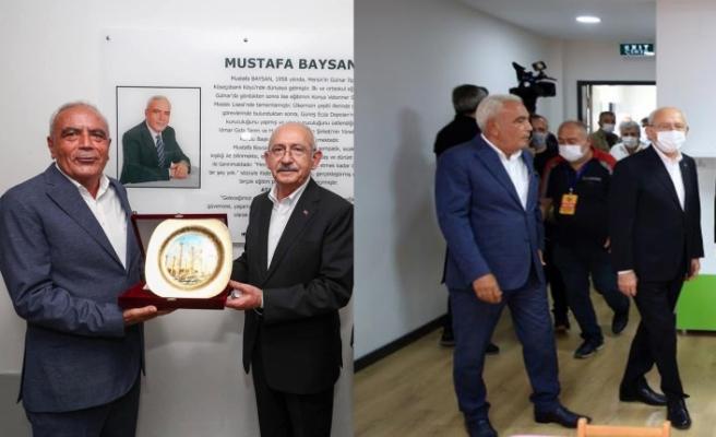 Kılıçdaroğlu'ndan Mustafa Baysan'a teşekkür plaketi….