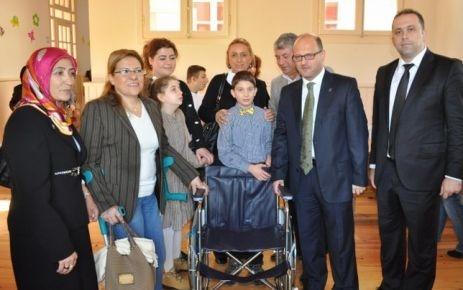 Babayiğit, engellileri ziyaret etti