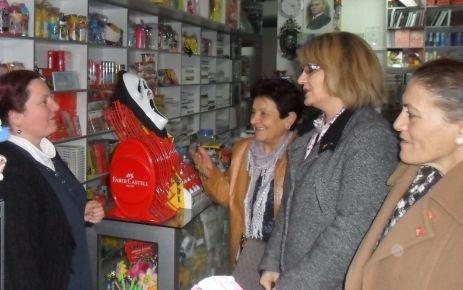 CHP'li kadınlar esnafın yanında