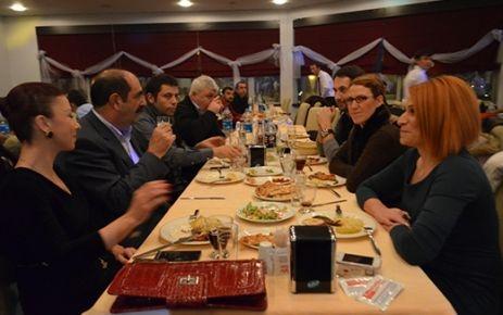 Dr. Gürbüz Çapan'dan gazetecilere yemek