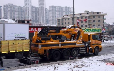 Esenyurt'ta kar çalışmaları devam ediyor