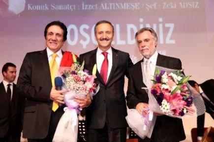 İzzet Altınmeşe'den türkü gecesi