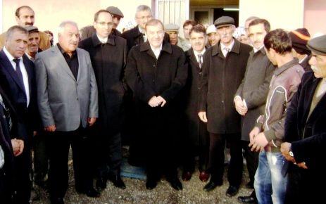 Kadıoğlu Kars'ta kitap dağıttı